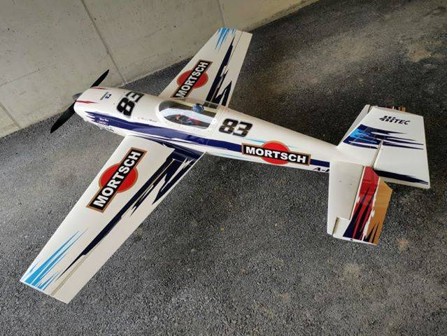 Dolphin, Pilot RC, Extra 330 SC